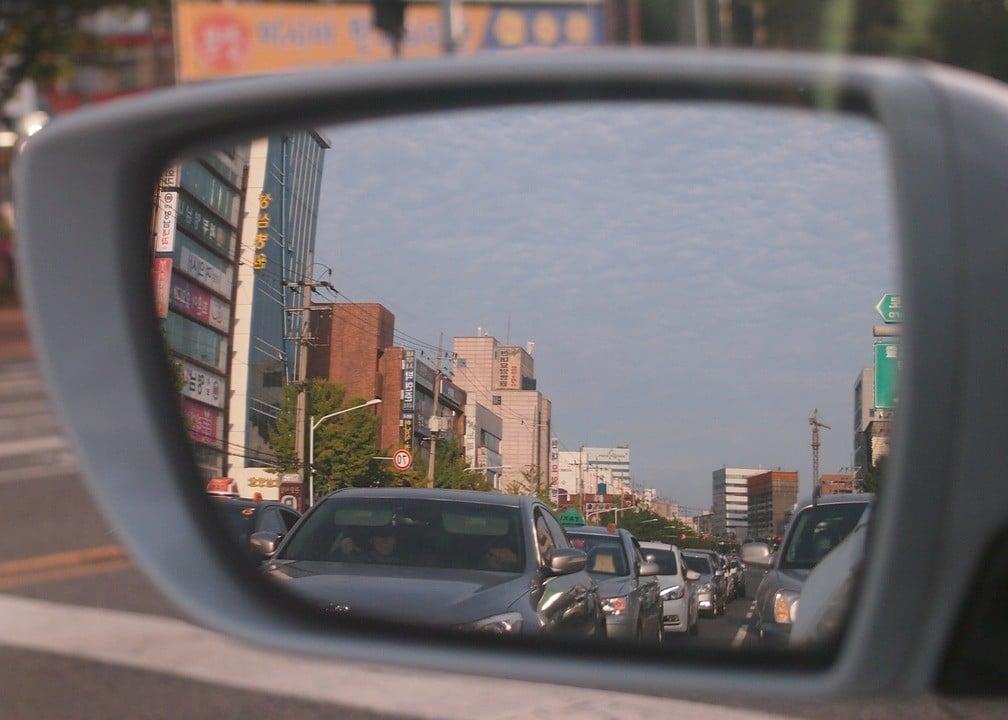 Car mirror 734561_1280