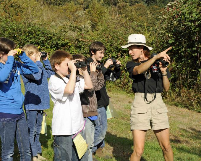 kids-look-for-birds-with-their-binoculars-680x5441